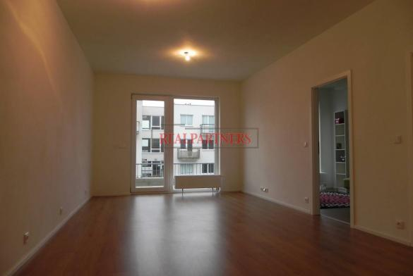 Pěkný byt 2+kk o ploše 49,6 m² + 23,4 m² zahrady.