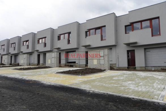 Rodinný cihlový řadový dům, 4+kks garáží, o ploše 138 m², na pozemku 185,8 m².