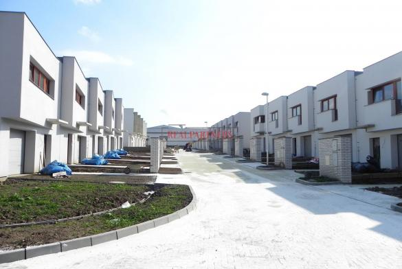 Řadový rodinný cihlový dům, 4+kk s garáží, o ploše 140 m², na pozemku 184,2 m².