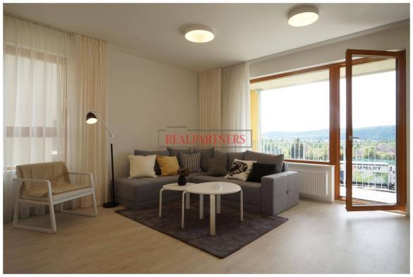 Nový byt 3+kk o ploše 84,8 m² + 2 x balkón 18,5 m² s výhledem na Prahu.