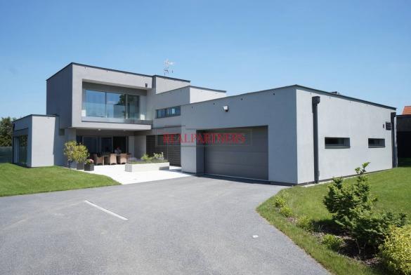 Exkluzivně nabízíme moderní, funkcionalisticky dum o ploše 230 m² na pozemku 1030 m². Nutno vidět!