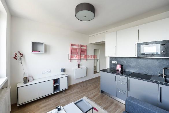 Zrekonstruovaná ubytovací jednotka - apartmán 2+kk o ploše 30,5  m² na Malvazinkách - Praha 5.