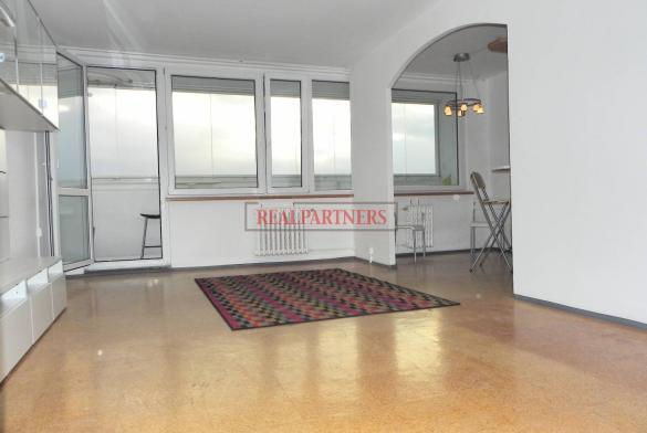 Pronájem slunečného mezonetového bytu 3+kk o ploše 93,5 m² + balkon 7 m² v zajímavé lokalitě Stodůlek.