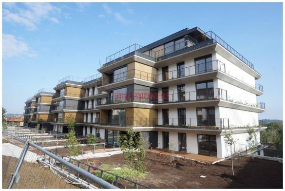 Novostavba 4+kk o ploše 139,9 m² + 2 x terasa 36,2 m² + zahrada 44,1 m² v blízkosti lesoparku Cibulka.