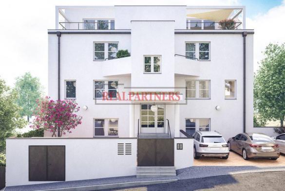 Kompletně zrekonstruovaný byt 1+kk o ploše 30,1 m² + 26,3 m² terasa na Praze 5 u motolského potoku.