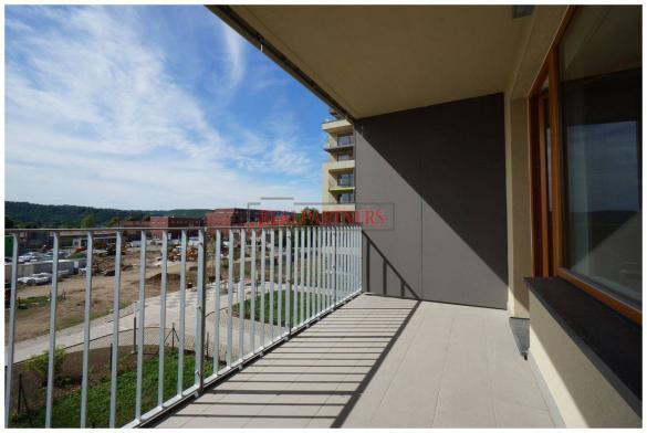 Nový 2+kk o ploše 56,2m + 7,4 m² balkon s výhledem do parku.