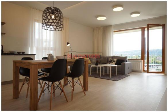 Nový 1+kk o ploše 33,4m + 2 m² balkon s výhledem k Vltavě.