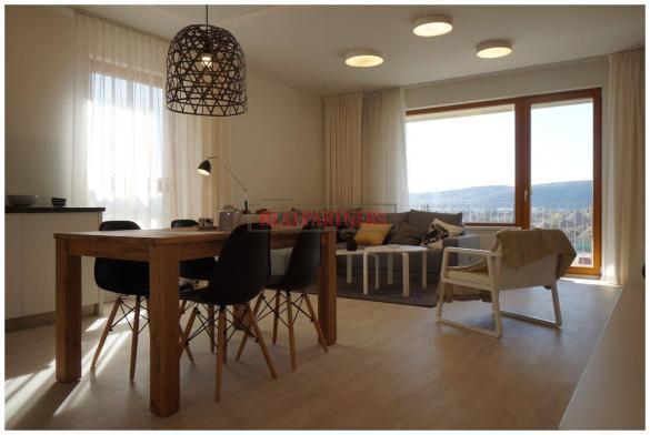 Nový 1+kk o ploše 36,2m + 2 m² balkon s výhledem k Vltavě.