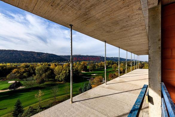 Nový byt 4+kk o ploše 113,7 m² + 10,9 m² balkon s volným výhledem k Vltavě.