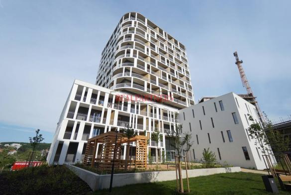 Zcela nový 1+kk o ploše 31,1 m² + 7,6 m² balkon + garážové stání + sklep k nastěhování.