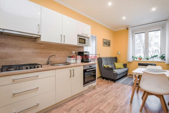 Pěkný byt 1+1 o ploše 43,8  m² v samém srdci Strašnic.