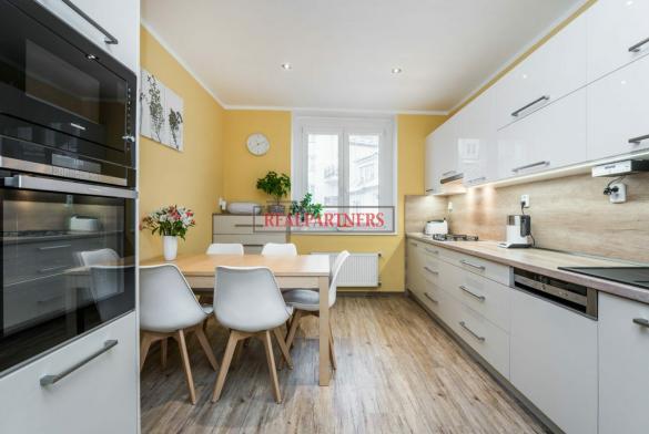 Pěkný byt 3+1 o ploše 89,8 m² v samém srdci starých Strašnic.