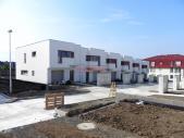 Rodinný cihlový řadový dům, krajní 4+kk s garáží, o ploše 140 m², na pozemku 318,5 m².