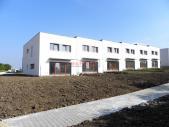 Cihlový řadový rodinný dům 4+kk s garáží, o ploše 140 m², na pozemku 184,8 m².