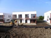 Rodinný cihlový dvojdům 5+kk o ploše 156,3 m²+11,6 m² balkon+5,97 m² terasa + garáž na pozemku 419,1 m².