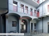 Ateliér 1+kk o ploše 55 m² + 22,4 m² dvůr v atraktivní lokalitě Karlína.